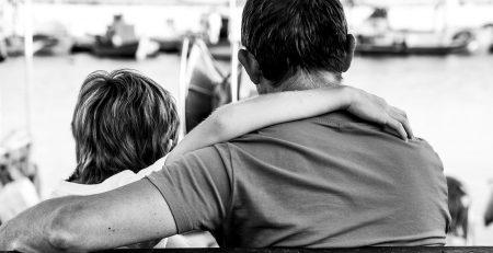 tată care durează pierderea copilului